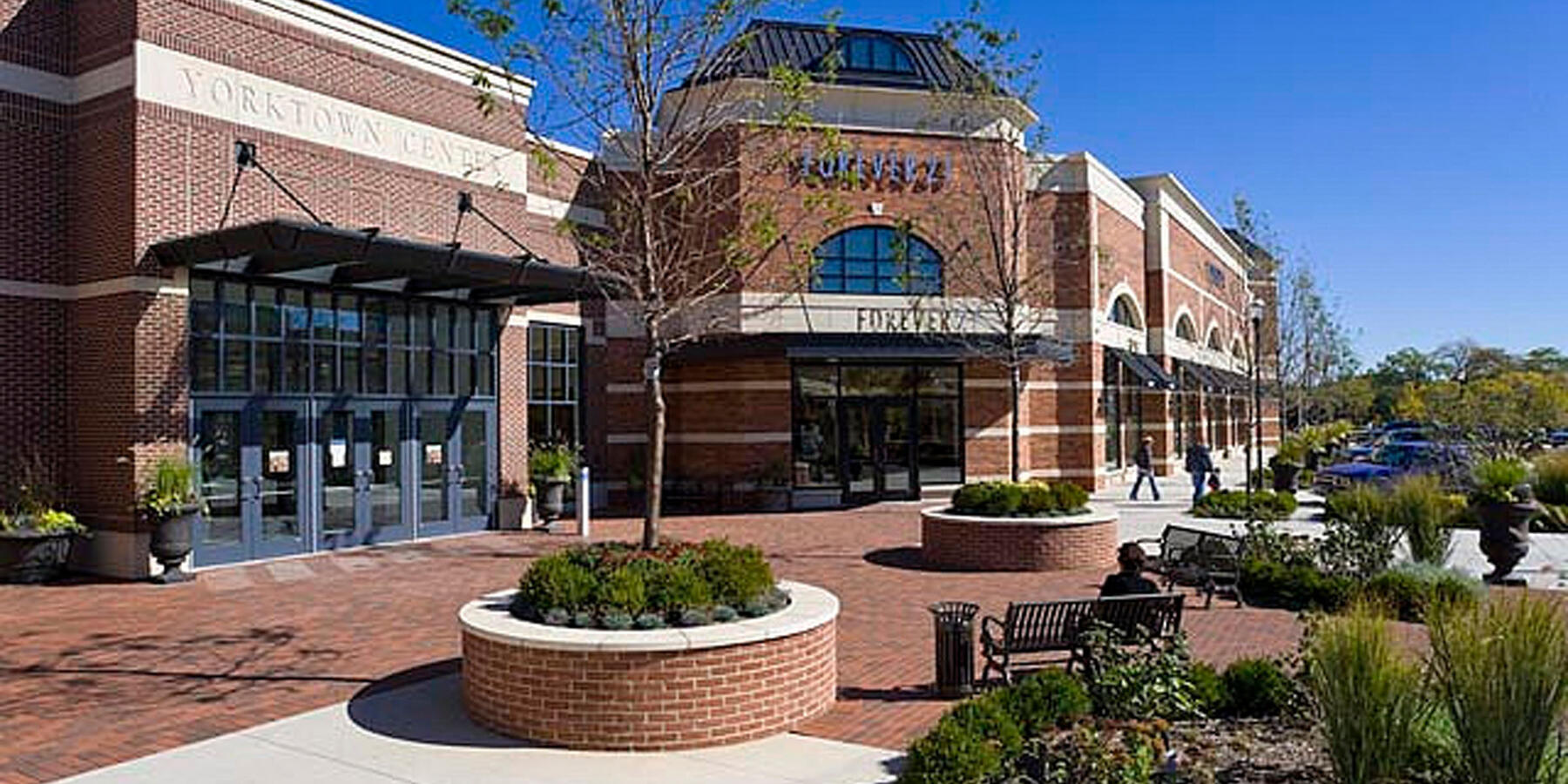 Chicago Retail Construction - Yorktown Center Expansion exterior seating and landscaping